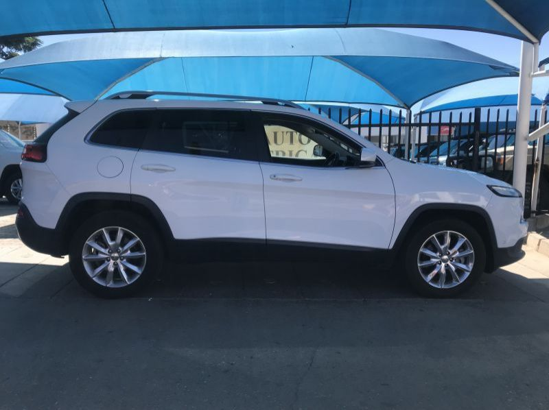 Used Jeep Cherokee 3.2 V6 Limited AWD A/T  for sale in Windhoek, Namibia