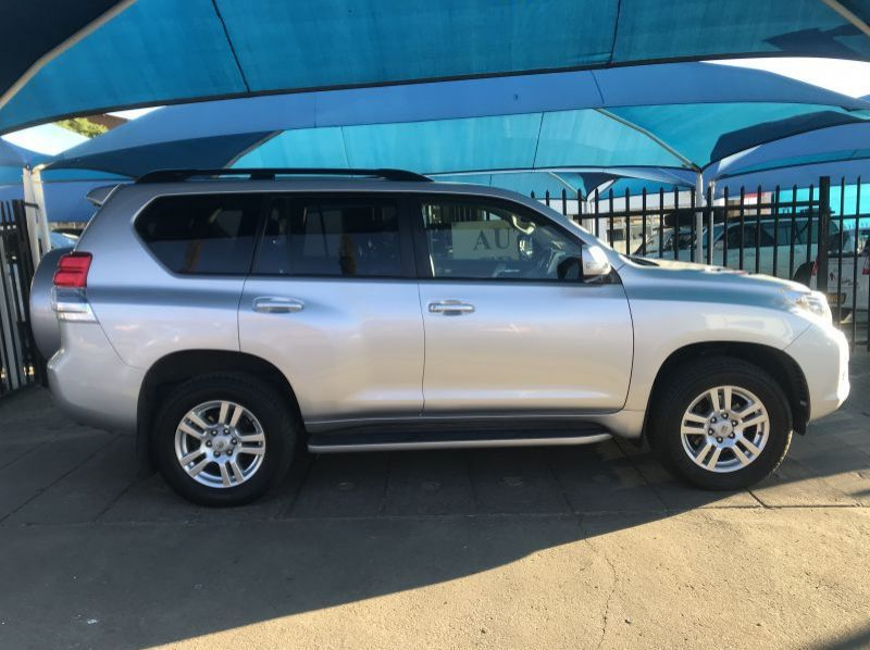 Used Toyota Prado 4.0 V6 A/T 4x4 VX  for sale in Windhoek, Namibia