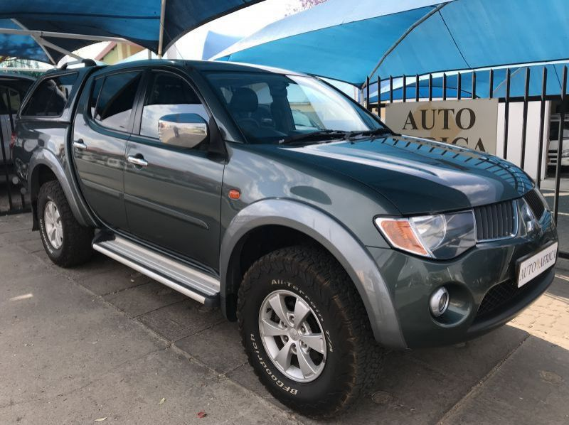 Used Mitsubishi Triton 3.5 V6 4x4 D/C Man  for sale in Windhoek, Namibia